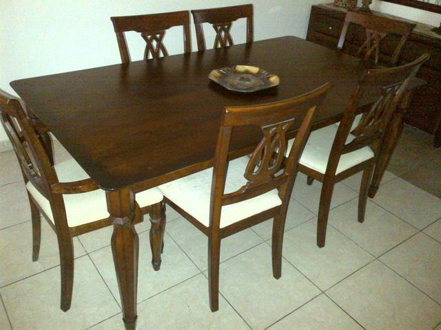 1700 AED Dining Table In Very Good Condition
