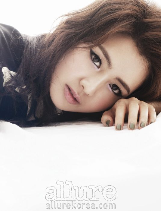 Lee Yo Won Allure Korea Magazine March 2011