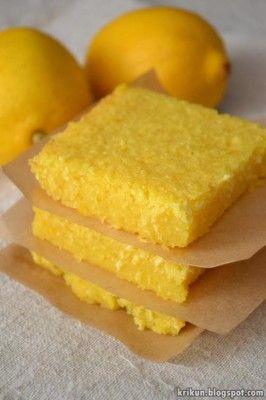 Мягкое двухслойное пирожное со вкусом лимона. Ингредиенты: 3 яйца 1 лимон 170 г сахара (1 стакан) 200 мл молока (1 стакан) муки (2/3 стакана) 50 г масла 50 г кокосовой стружки Пирожное само в процессе готовки разделяется на два четких слоя, нижний как лимонный упругий крем, а сверху кокосовая хрустящая корочка.