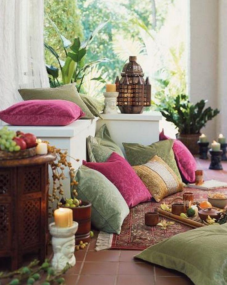 ⇢ #FridayFinds | #Cojines en el suelo. Gana asientos adicionales con la #deco más exótica y bohemia #decoración #inspiración