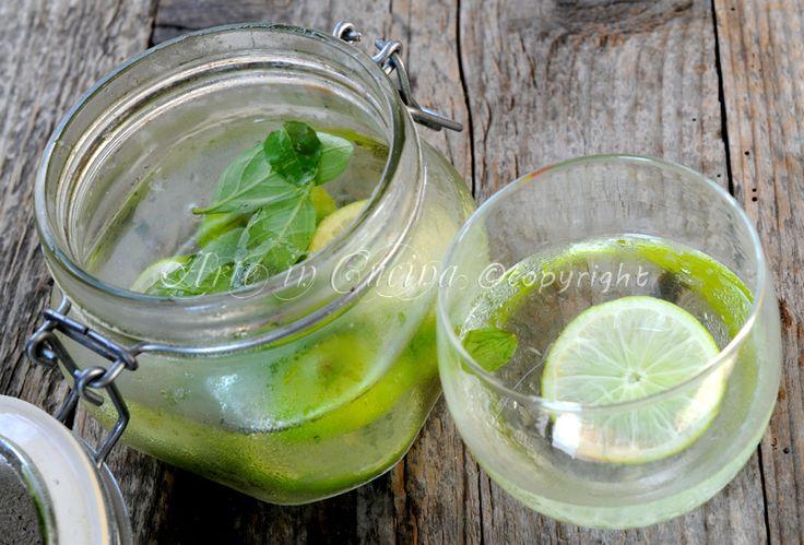 Acqua detox depurativa disintossicante antiossidante, ricetta facile e veloce, acqua depurativa, dieta detox, ricetta bevanda al lime, facile da preparare