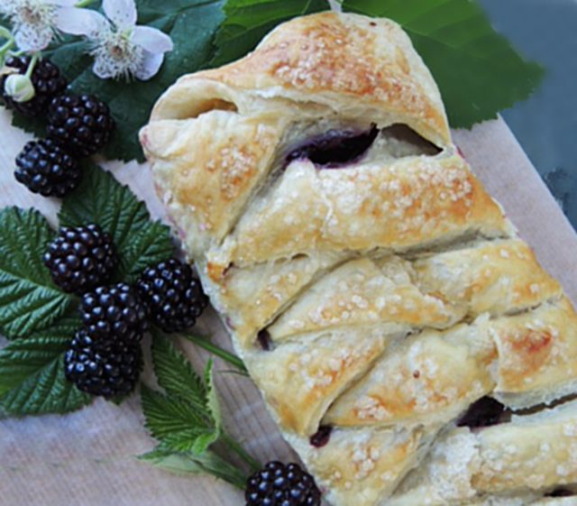 Blackberry Puff Pastry Braid, opening image