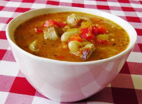 Свежий ароматный суп с болгарским перцем в мультиварке готовится просто и быстро – отличный вариант для ужина после работы