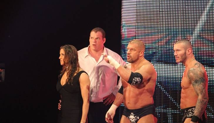 WWE Rumors: Kane In Line For Possible GM Role? - http://www.morningnewsusa.com/wwe-rumors-kane-gm-position-2390786.html