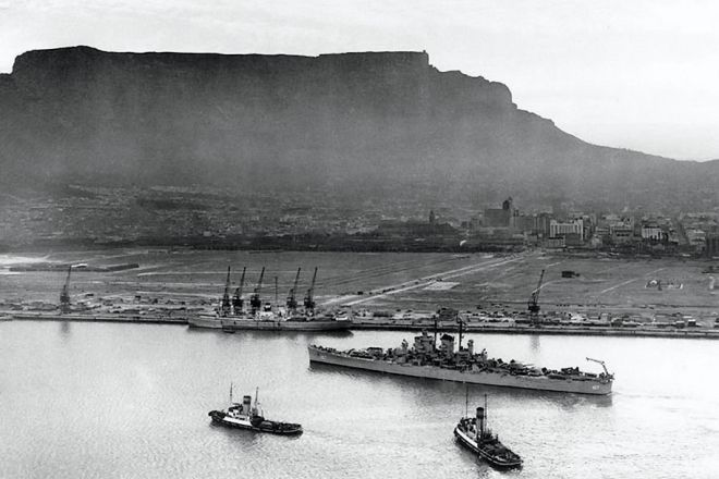 Cape Town Harbour 1948 - courtesy  www.roomsforafrica.com/art/cape_town_historical_photos