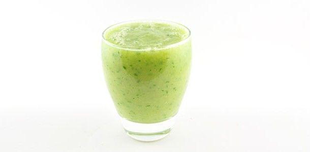 Komkommer banaan mango smoothie: 1 komkommer, 1 banaan, 1 mango, 1 glas water (chiazaad en verse munt)