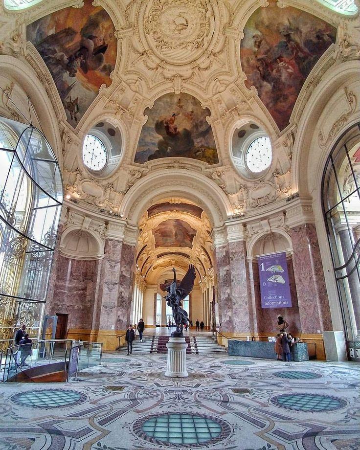 Le Petit Palais by Claire Paris.