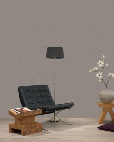 HD vliesbehang effen met linnen structuur taupe Misschien kan dit ook i.pv Coco op de muur. Welk behang zou hier of bij Coco passen.