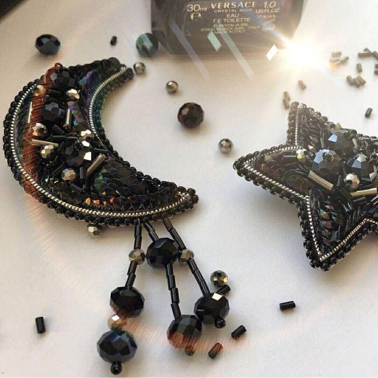 Автор @polinabeloglazova 〰〰〰〰〰〰〰〰〰〰〰〰〰〰 По всем вопросам обращайтесь к авторам изделий!!! #ручнаяработа #брошьизбисера #брошьручнойработы #вышивкабисером #мастер #бисер #handmade_prostor #handmadejewelry #brooch #beads #crystal #embroidery #swarovskicrystals #swarovski #купитьброшь #украшенияручнойработы #handmade #handemroidery #брошь #кольеручнойработы #кольеизбисера #браслеты #браслетручнойработы #сутажныеукрашения #сутаж #шибори #полимернаяглина #украшенияизполимернойглины