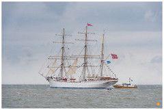 Stadsraad Lehmkuhl leaving Den Helder at Sail 2017
