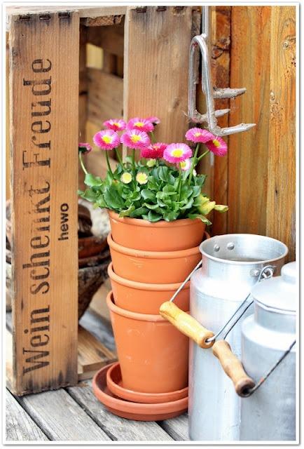 .: Gardens Flowers, Inspiration Gardens, Terra Cotta, Gardens Inspiration, Gardens Tools, Les Pots, Gardens Patio, Cotta Can, Clay Pots
