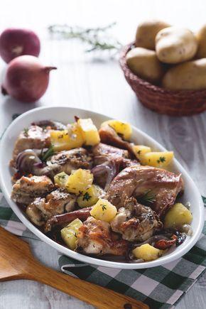 Coniglio al forno con patate: una delle carni più prelibate, molto magra ma allo stesso tempo tenera e succosa. #Giallozafferano #italianrecipes