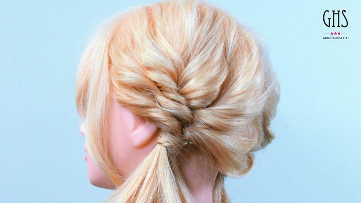 くるりんぱだけで作るのも良いですが、より可愛い仕上がりにしたい場合は毛先の髪で三つ編みをつくった後にゴム変わりにアレンジすると、さらに可愛いヘアアレンジになります! 男はゴージャスな巻き髪に萎縮しやすい傾向があるので、親近感が湧きやすいツインテールで可愛らしさをアピールするのも有り☆ 画像付き解説ページ ⇢htt...