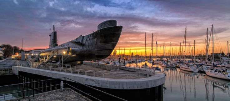 #TeamCommonwealth - This year's #CommonWealthDay stresses the importance of team work and collaboration both within and between #Commonwealth countries. With all the amazing team work poured into our #HMSAlliance conservation project, we would like to share this gorgeous picture of the #submarine. #submariners #RoyalNavy #Gosport #Portsmouth #sun #sea #sunset #museum #RNSM