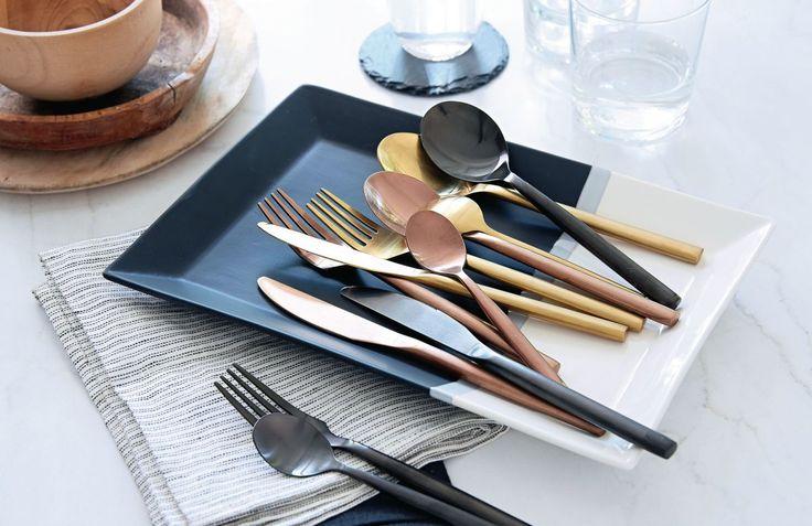Der absolute Besteck-Luxus in Kupfer oder Schwarz. 24-teilig, 6 Messer, 6 Gabeln, 6 Löffel, 6 Dessertlöffel. #Besteck #Küche #Impressionenversand