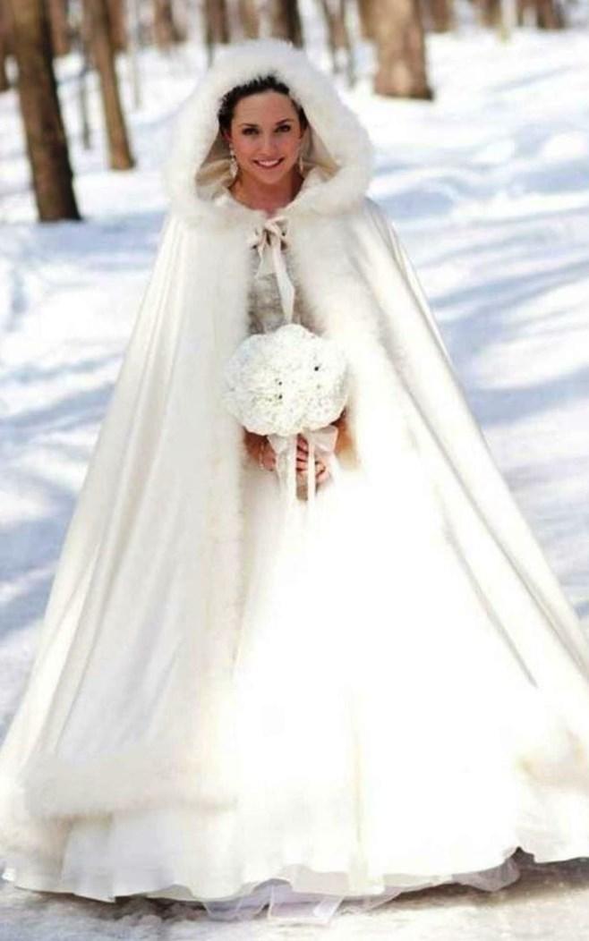 Свадебное платье зимой - http://1svadebnoeplate.ru/svadebnoe-plate-zimoj-3297/ #свадьба #платье #свадебноеплатье #торжество #невеста