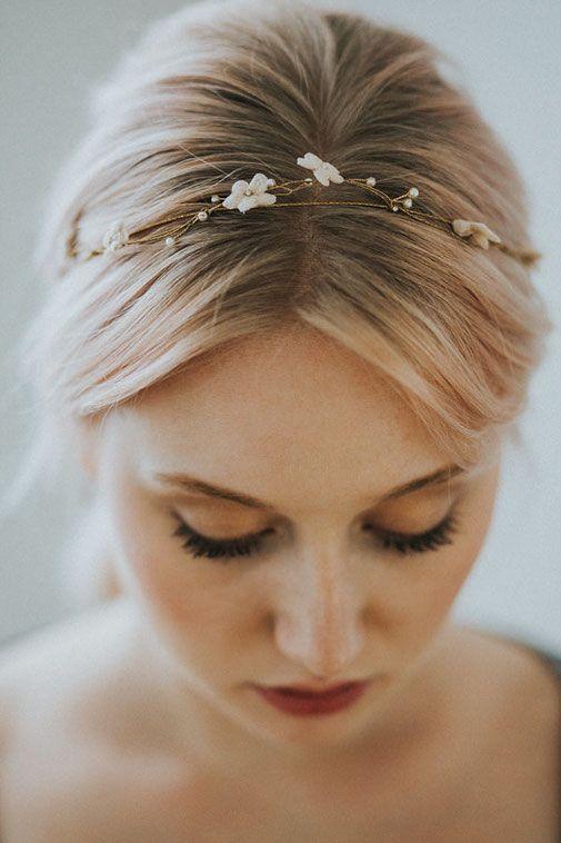 goldener Brauthaarschmuck von Cecile Boccara, natürliches Brautmakeup von Nike Nitz (rouge rosé)