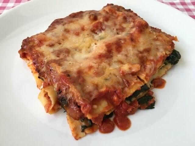 Lasagne met spinazie   Lekker met spinazie   En gezonder dan Lasagne alla Bolognese   Dit recept vind je op Alles Over Italiaans Eten