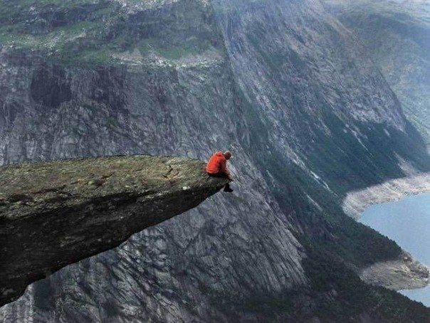 Trolltunga (Trolltunga) - stone ledge unusual shape, so named because of the close resemblance with the language. Ledge, towering over the lake Ringedalsvatn at 350 meters, is located near the town of Odda in Norway.