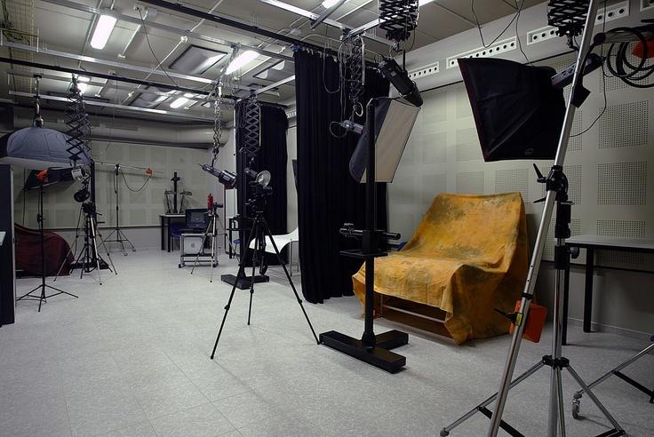 Plató de fotografía en la Facultad de Ciencias Humanas y Sociales   Plató de fotografia a la Facultat de Ciències Humanes i Socials  http://www.uji.es/CA/centres/fchs/