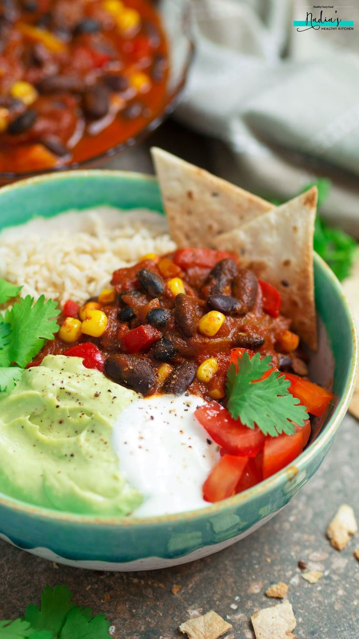 Vegan Chilli Con Carne A delicious vegan chilli con carne recipe that's warming and comforting whilst being completely healthy and nutritious. Don't believe anyone that tells you vegan food is boring!!! Vegan food has a…