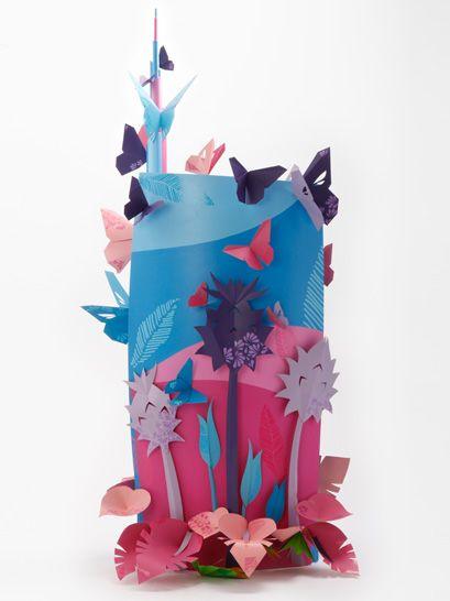 L' interpretazione di Cristina Ottonello è chiaramente ispirata dalla parola chiave 'sostenibilità'.  Uno sfolgorio di gigantesche farfalle tridimensionali e piante surreali colonizzano la torre UniCredit, rappresentando un modello di habitat urbano che promuove (sia in scala globale che locale) la biodiversità' e la coabitazione di piante ed animali nella città.