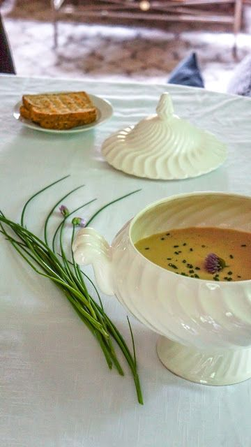 Cream of white bean soup with coconut milk and savory | Tera Solara