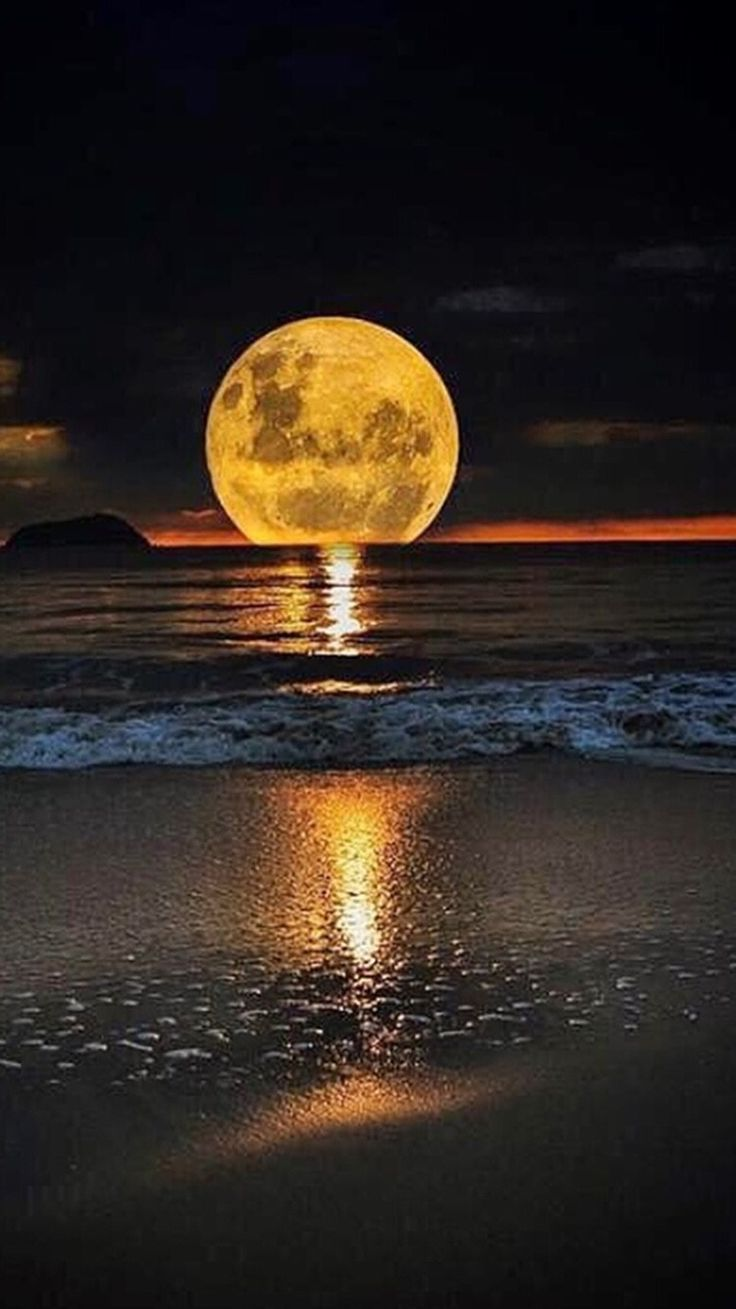 Wallpaper iphone moon - Find This Pin And More On Wallpaper By Jleigh369