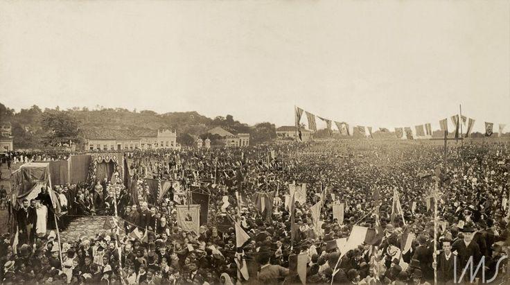 Foto de Antonio Luiz Ferreira - Missa campal celebrada em ação de graças pela abolição da escravatura no Brasil - 17 de maio de 1888. Campo de São Cristóvão, Rio de Janeiro