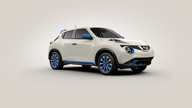 Nissan JUKE® SL shown in Pearl White with Electric Blue Colour Studio accessories