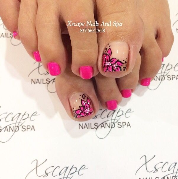 I'm not much of a floral person but this pink and nude flower pedicure is so cute!