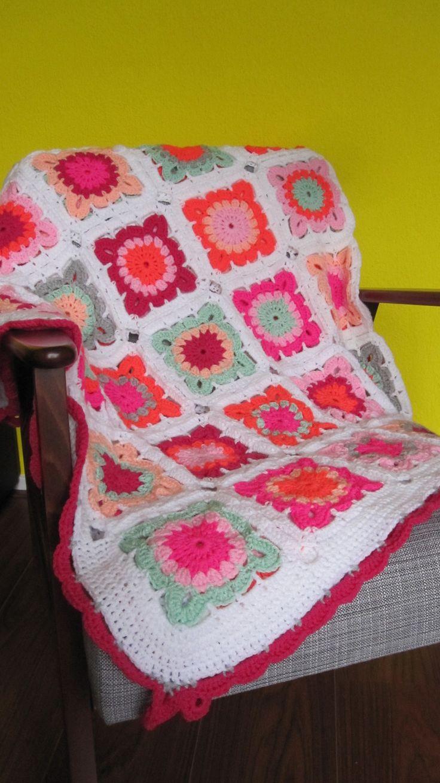 gehaakte bloemendeken, bloemensprei. crochet blanket flower