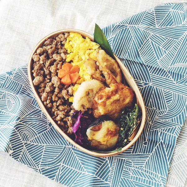 posted by @Miki_Eats Ground pork and scrambled egg on rice 困った時のそぼろちゃん。12月って本当に忙しいですね〜。ちくわの天ぷらが給食の味がして美味しかったです。#お弁当 #obentoart #曲げわっぱ