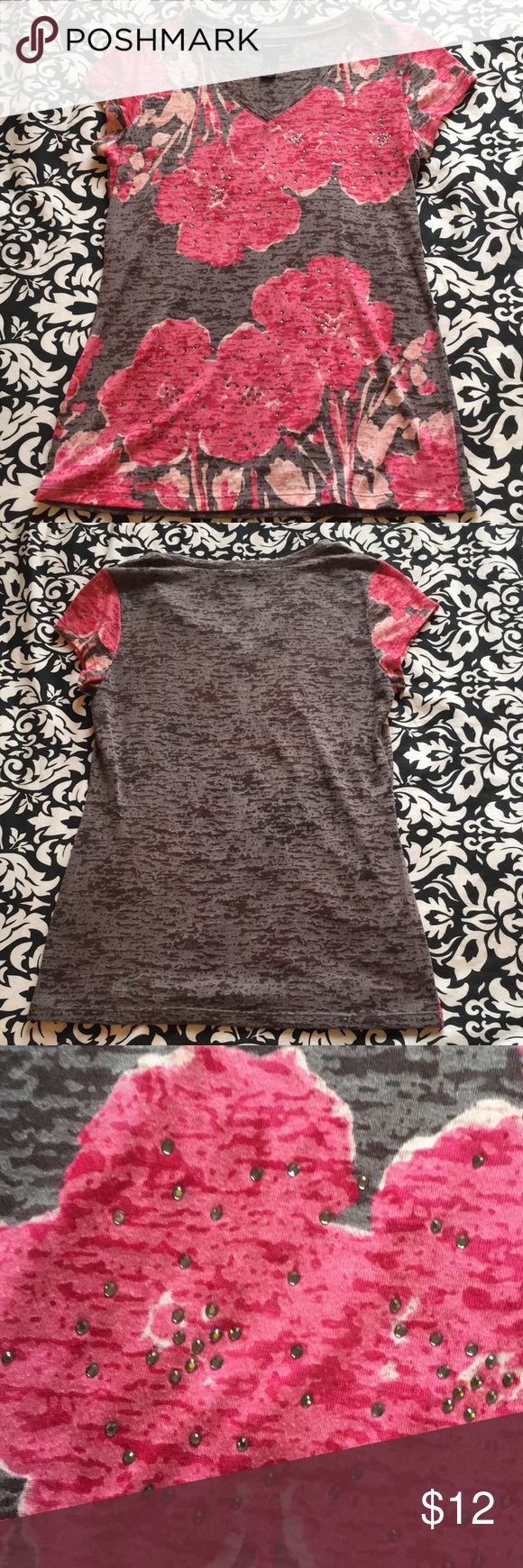 INC GRAY AND PINK SHORT SLEEVE TOP Great condition. Size M INC International Concepts Tops Tees - Short Sleeve