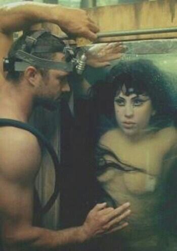 Taylor & Gaga.