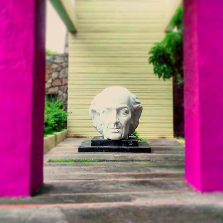 Miguel Hidalgo  Guadalajara México ________________________________________________  Elegido por: @_iguelreyes Foto por: @luisitotapatio ________________________________________________  #Guadalajara #enguadalajara #gdl #gdlmx #igersgdl #Jalisco #igersguadalajara #igersmexico #mexico #icu_mexico #loves_mexico #mexicoandando #mexicolores #mextagram #monumento #museum  #photography #fotodeldia #vscocam #vsco #liveauthentic #wanderlust #neverstopexploring…