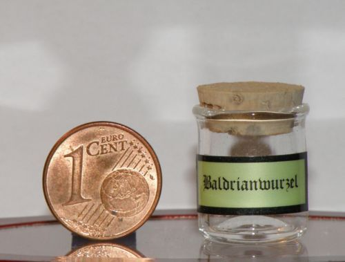 Miniatur-aus-Glas-mundgeblasen-22-1-mm-15-mm-Baldrianwurzel