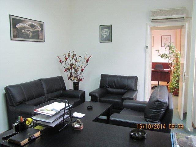 Calea Dorobantilor – Ambasada Turciei, vanzare apartament 5 camere in vila, situat la etajul 1/P+1, suprafata construita 134mp, suprafata utila 107mp, stradal, 2 intrari, 2 bai, balcon, gresie, fai...