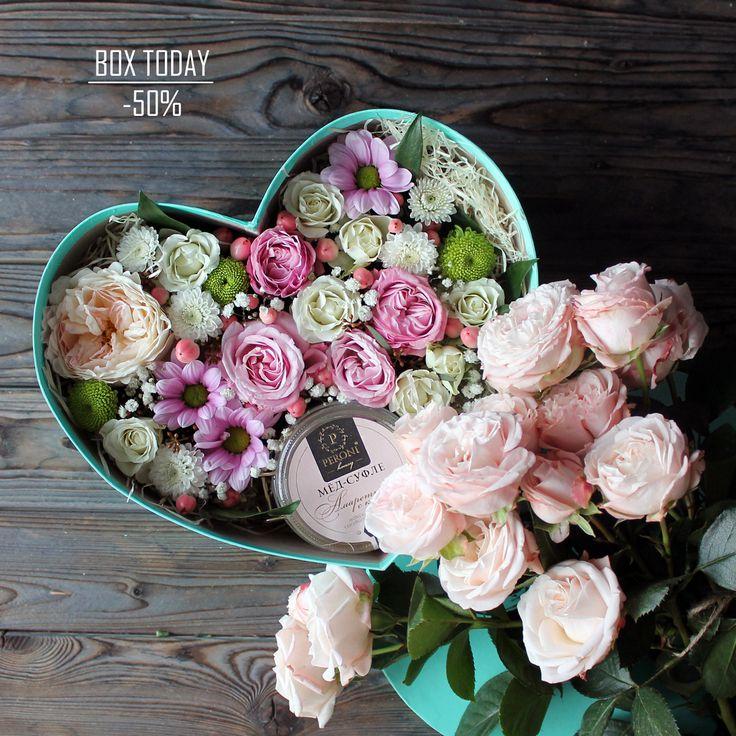 """""""Коробочка Дня"""" 9 июня 2017 г. со скидкой 50%!!!  Вот такая сладко-цветочная коробочка будет радовать долгое время и  запомнится надолго, а эмоции от него останутся глубоко в душе😇🌸  С любовью, Fashion Flowers💞  Стоимость без скидки: 2860 руб Стоимость со скидкой: 1430 руб  Состав: коробка «Сердце», мятная, средняя, мёд-суфле Peroni «Амаретто с кокосом» 220мл, стружка, оазис, роза Девид Остин Кейра, роза куст леди бомбастик, роза куст Сноу Флейк, гиперикум, хризантема куст, гипсофила…"""
