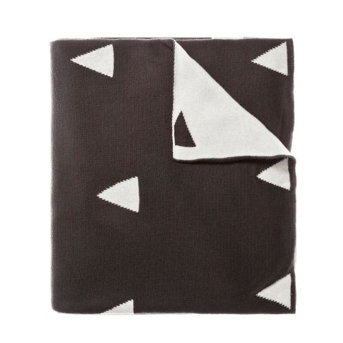 In a gorgeous charcoal with a white triangle pattern, Calgary is beautifully soft cotton throw. Perfect for snuggling up on the couch or for an extra layer at bedtime, your little one will want to take this with them everywhere
