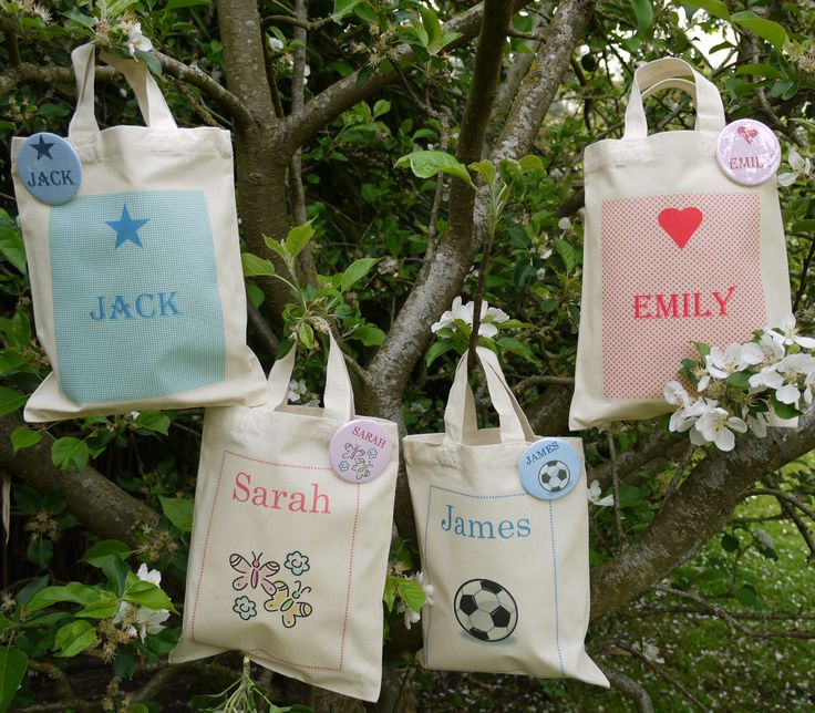 Gorgeous children's party tote bag with a personalised badge. Perfect for children's birthday party goodie bags, having a name especially printed on each shiny badge, the children will be going home from your party feeling extra special! Great to also be used as little bags for your flower girls at your wedding or they make a lovely wedding favour for all the children attending your wedding.