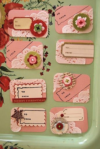 Christmas gift tags---love the doily pieces.                                                                                                                                                     Más
