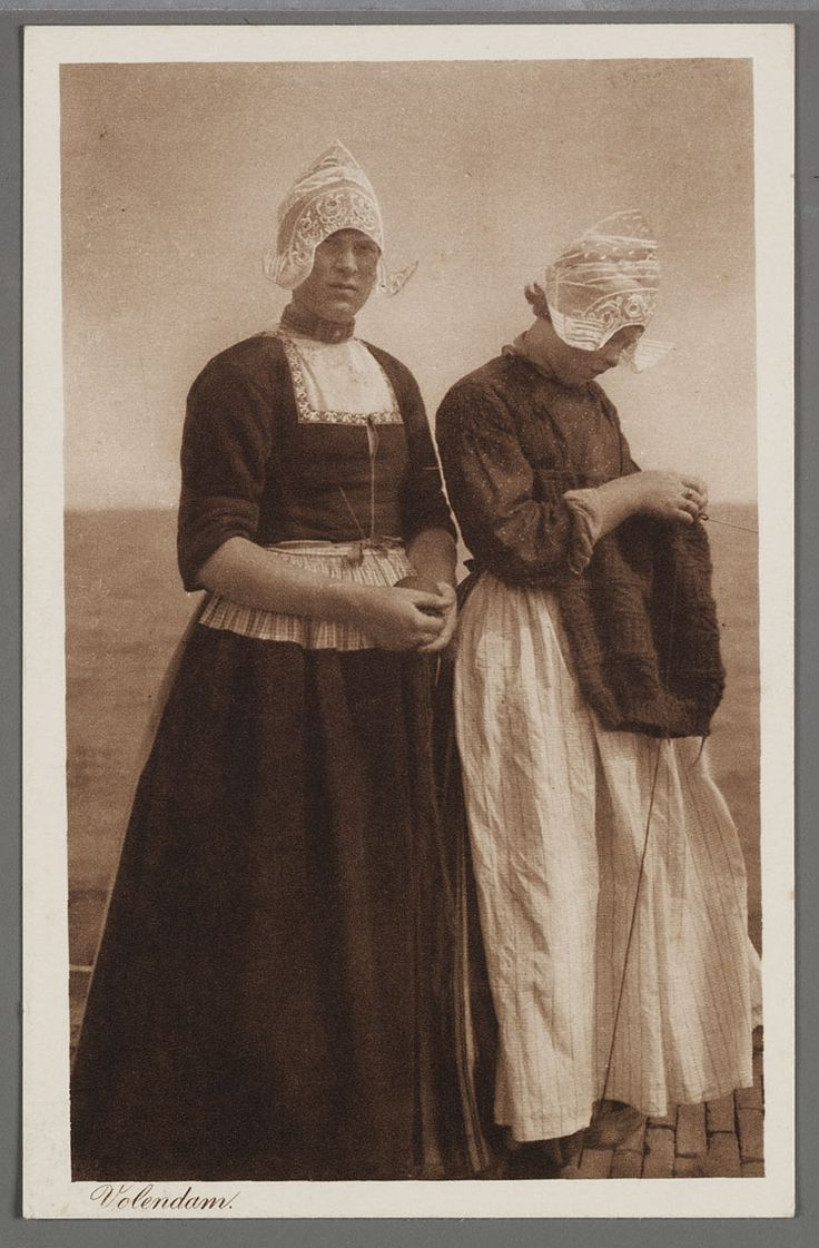 Volendam woman knitting a fisherman's gansey.