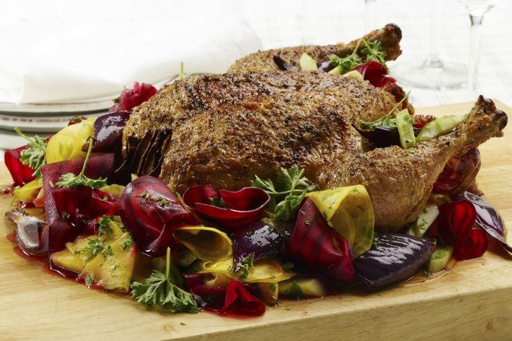 Stangekylling  med råmarinerte beter. Prøv denne vakre retten når du vil imponere gjestene dine med kylling.