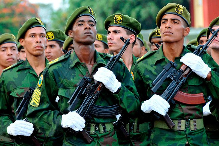 Кубинский спецназ «Черные осы» https://mensby.com/technology/guns/7008-tropas-especiales-avispas-negras  Кубинский спецназ «Черные Осы» специализируется на ведении боевых действий в джунглях. На сегодня это наиболее боеспособный спецназ в условиях тропиков, тактика которых основывается на действии одиночек или небольших групп разведчиков-диверсантов. Индивидуальная подготовка отдельных бойцов не имеет аналогов по уровню своей сложности.