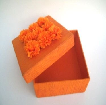 Interesting yet simple gift wrapping idea for Diwali- very contemporary