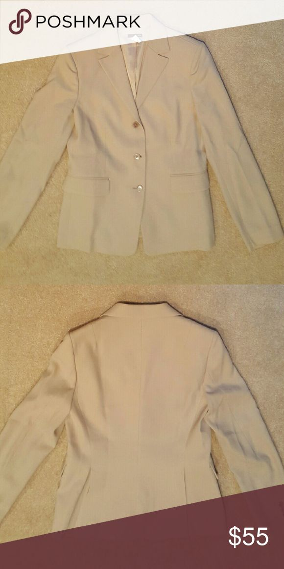 J Crew 'Separates' Suit Jacket / Blazer ✔✔SALE✔✔ Pre-loved J Crew 'Separates' Wool Gabardine Suit Jacket / Blazer Made From Luxe Matte Wool Gabardine, And Features A Long, Lean Silhouette (Tailored For A Fitted Look), Three Buttons Down The Center, Four Buttons At The Bottom Of Each Sleeve, Hits At Hip, Flat Pockets, Back Vents, Dry Clean, Imported. COLOR: KHAKI /TAN. $58 + FREE SHIPPING In My Closet On Merc*ari. ? Trades and ? Low Ball. Thank you! J. Crew Jackets & Coats Blazers