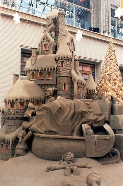 North pole sand sculpture ... loading Santa's sleigh?