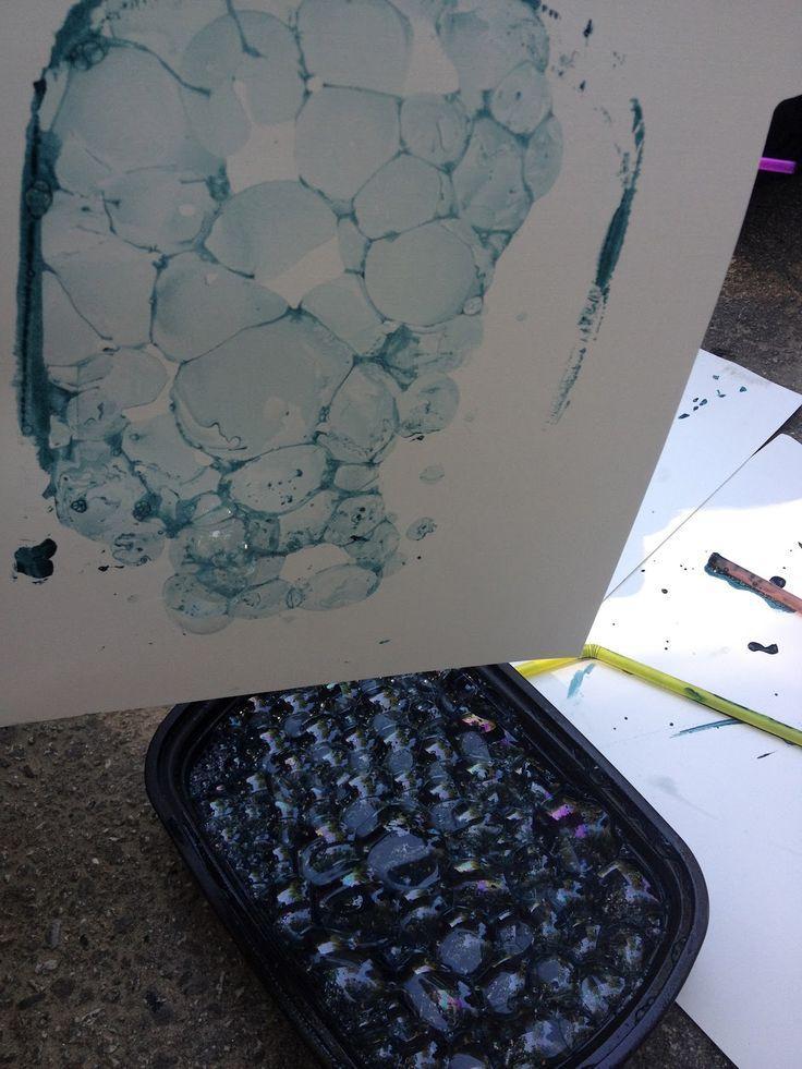 Simple Little Home: Bubble Printing, afwasmiddel een beetje water en acrylverf , blazen met een rietje en dan papier erop drukken.