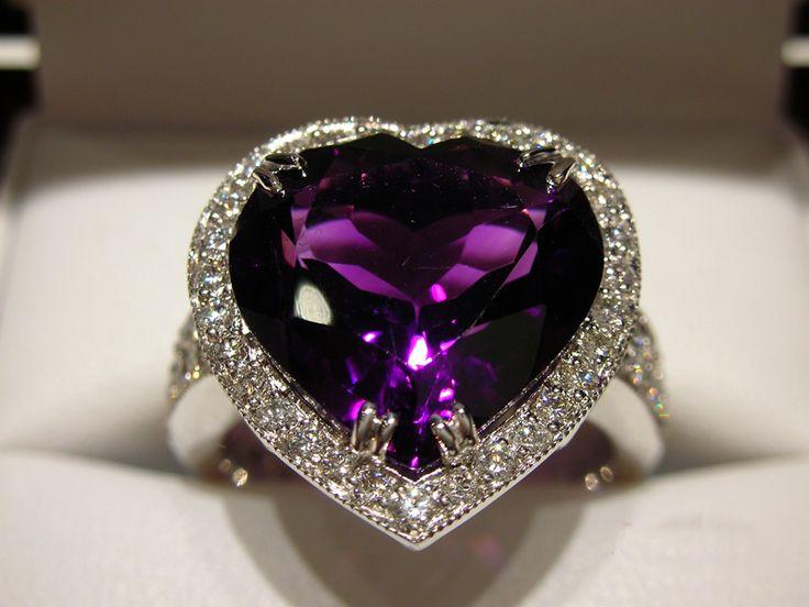 http://www.eskaejeweller.com.au/files/gallery/custom-designer-jewellery/0361.JPG